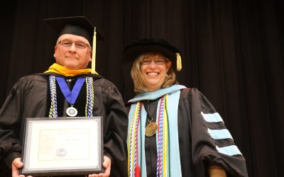 Dr. Dan Miller receives State Nebraska Bank & Trust Teaching Excellence Award